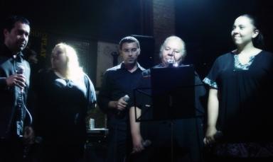 Especial Rattle & Hum, participação especial coral Black Voices